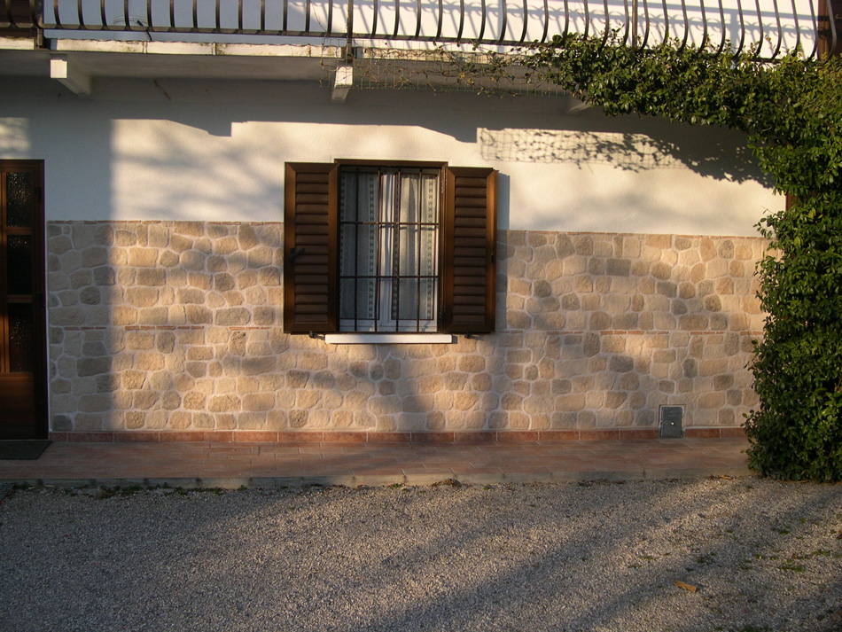 Rivestimento con finta pietra modello vecchio mulino 001 - Rivestimento cucina finta pietra ...