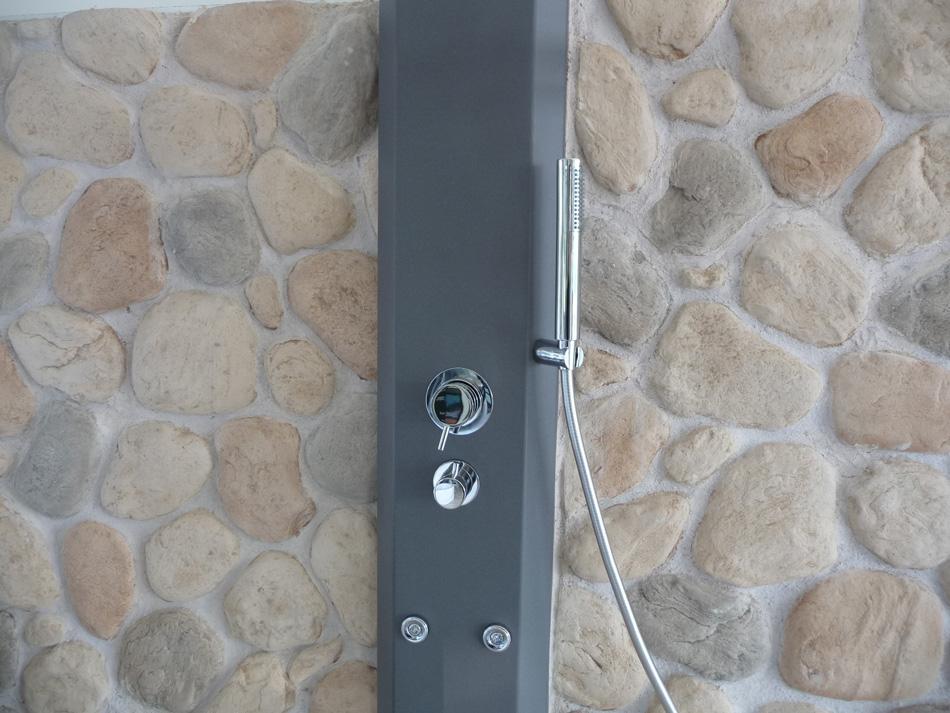 Casa immobiliare accessori rivestimento doccia in pietra - Pannelli rivestimento bagno ...