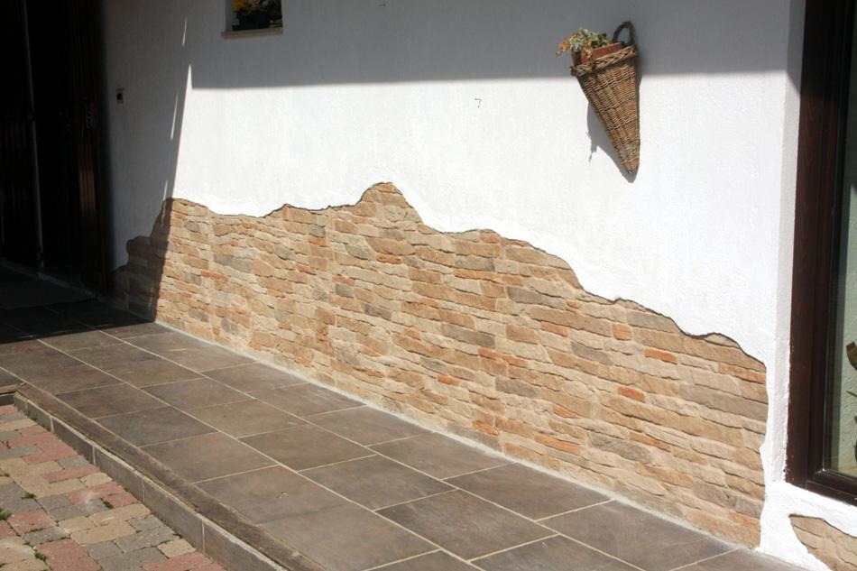 particolare di parete con Cortina 002 sotto al livello dellintonaco