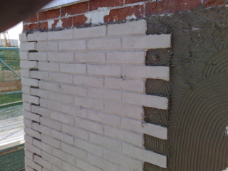 Esempio di installazione pannelli in finta pietra